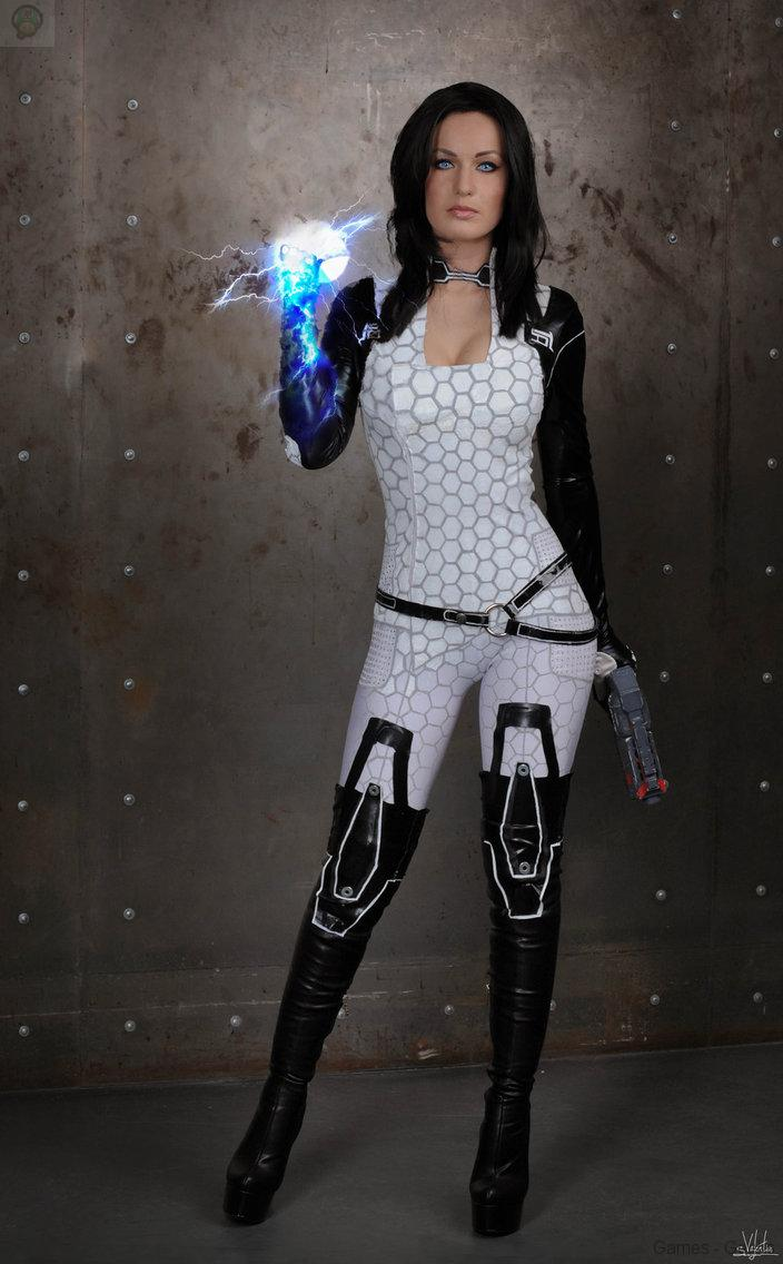 angry_miri__d_by_hannuki-d76gau1 Cosplay - Mass Effect - Miranda #60