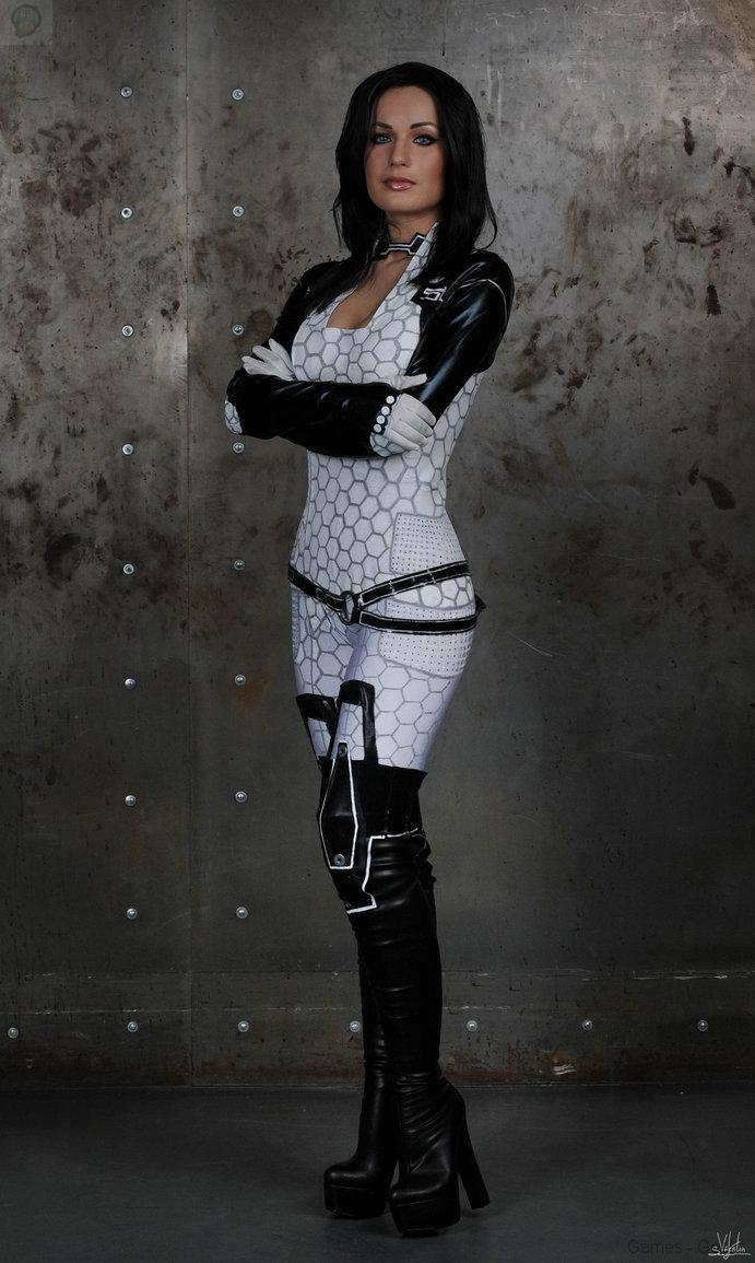 i_settle_for_nothing_but_the_best____by_hannuki-d76gjdp Cosplay - Mass Effect - Miranda #60