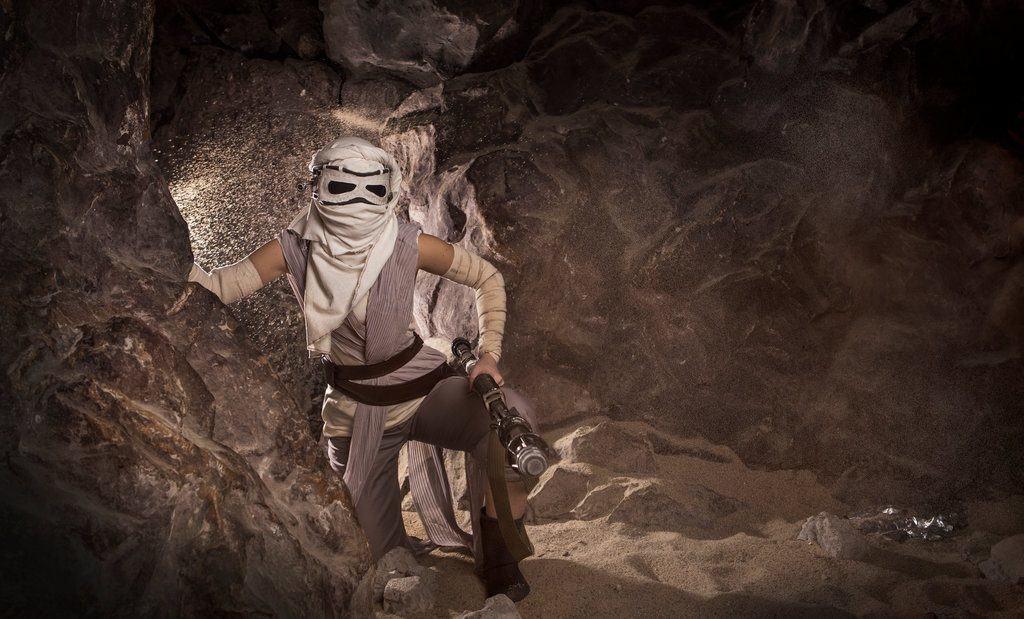 rey___star_wars__the_force_awakens_by_jokerlolibel-d9p1e4f-1024x619 Cosplay - Star Wars - Rey #106