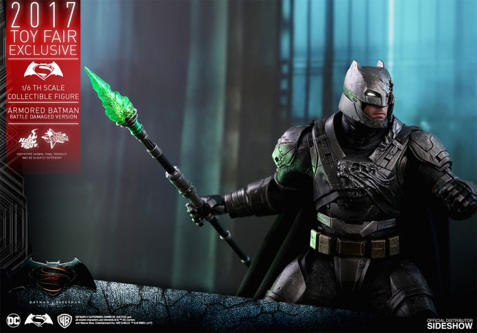 dc-comics-bvs-armored-batman-battle-damaged-version-sixth-scale-hot-toys-903086-16-696x487 Figurine - Armored Batman Battle Damaged Version