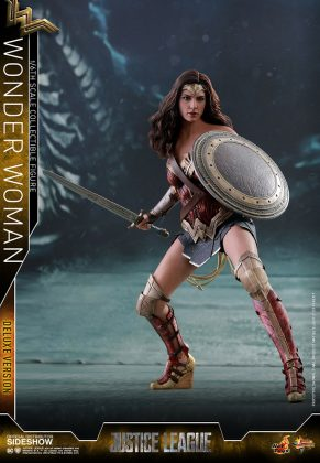 dc-comics-justice-league-wonder-woman-deluxe-sixth-scale-hot-toys-903121-02-291x420 Figurine - Wonder Woman Deluxe Version Sixth-Scale Figure