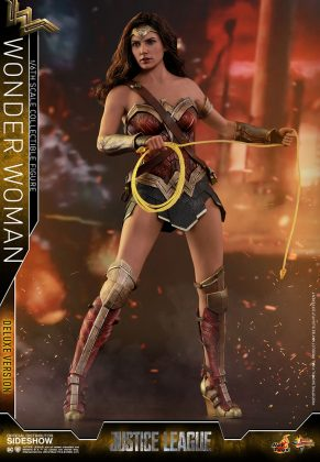 dc-comics-justice-league-wonder-woman-deluxe-sixth-scale-hot-toys-903121-07-291x420 Figurine - Wonder Woman Deluxe Version Sixth-Scale Figure