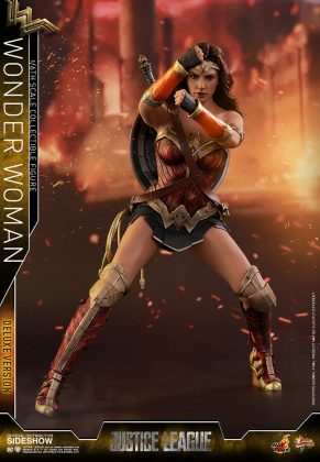 dc-comics-justice-league-wonder-woman-deluxe-sixth-scale-hot-toys-903121-08-291x420 Figurine - Wonder Woman Deluxe Version Sixth-Scale Figure