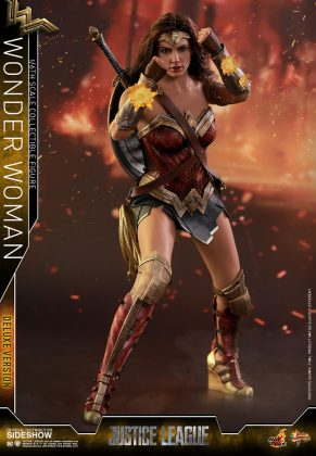 dc-comics-justice-league-wonder-woman-deluxe-sixth-scale-hot-toys-903121-09-291x420 Figurine - Wonder Woman Deluxe Version Sixth-Scale Figure