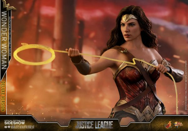 dc-comics-justice-league-wonder-woman-deluxe-sixth-scale-hot-toys-903121-12-600x420 Figurine - Wonder Woman Deluxe Version Sixth-Scale Figure