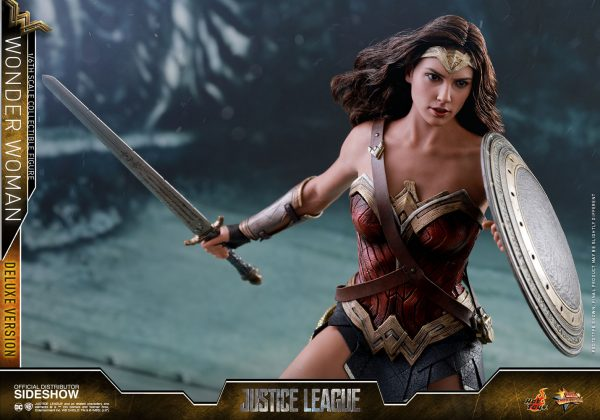 dc-comics-justice-league-wonder-woman-deluxe-sixth-scale-hot-toys-903121-15-600x420 Figurine - Wonder Woman Deluxe Version Sixth-Scale Figure