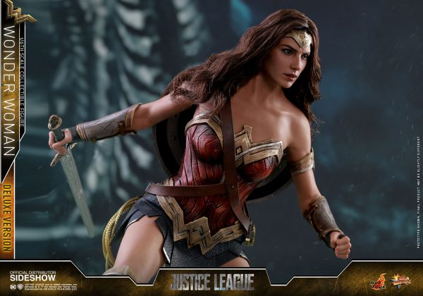 dc-comics-justice-league-wonder-woman-deluxe-sixth-scale-hot-toys-903121-18-600x420 Figurine - Wonder Woman Deluxe Version Sixth-Scale Figure