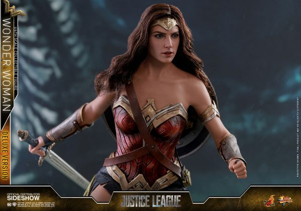 dc-comics-justice-league-wonder-woman-deluxe-sixth-scale-hot-toys-903121-19-600x420 Figurine - Wonder Woman Deluxe Version Sixth-Scale Figure