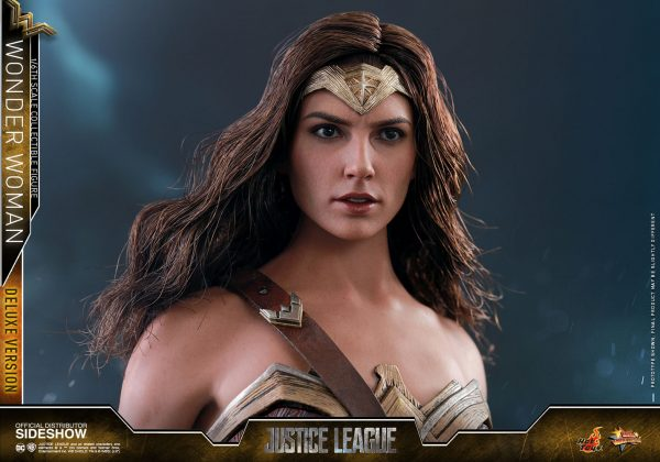 dc-comics-justice-league-wonder-woman-deluxe-sixth-scale-hot-toys-903121-21-600x420 Figurine - Wonder Woman Deluxe Version Sixth-Scale Figure
