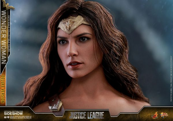 dc-comics-justice-league-wonder-woman-deluxe-sixth-scale-hot-toys-903121-22-600x420 Figurine - Wonder Woman Deluxe Version Sixth-Scale Figure