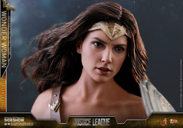 dc-comics-justice-league-wonder-woman-deluxe-sixth-scale-hot-toys-903121-23-600x420 Figurine - Wonder Woman Deluxe Version Sixth-Scale Figure