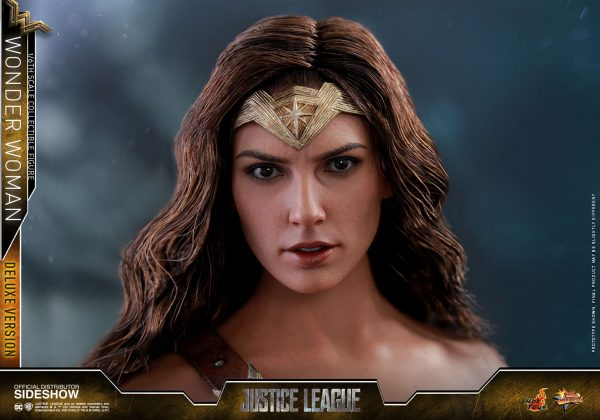 dc-comics-justice-league-wonder-woman-deluxe-sixth-scale-hot-toys-903121-24-600x420 Figurine - Wonder Woman Deluxe Version Sixth-Scale Figure