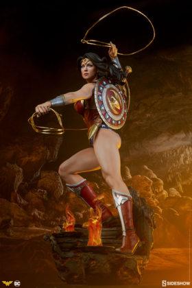 dc-comics-wonder-woman-premium-format-figure-sideshow-300664-03-280x420 Figurine - DC Comics Wonder Woman Premium Format
