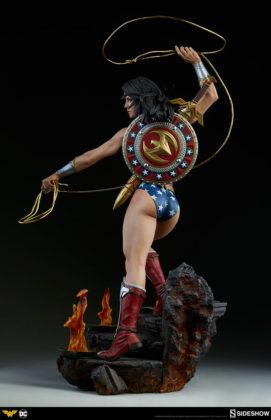dc-comics-wonder-woman-premium-format-figure-sideshow-300664-06-271x420 Figurine - DC Comics Wonder Woman Premium Format