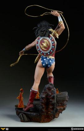 dc-comics-wonder-woman-premium-format-figure-sideshow-300664-07-271x420 Figurine - DC Comics Wonder Woman Premium Format