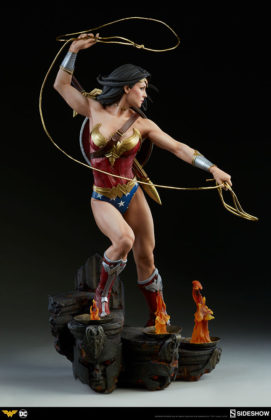 dc-comics-wonder-woman-premium-format-figure-sideshow-300664-09-271x420 Figurine - DC Comics Wonder Woman Premium Format