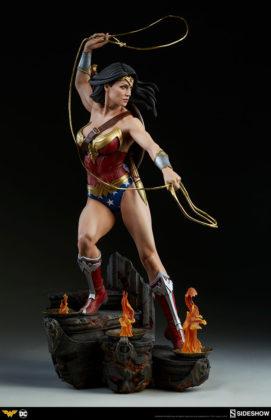 dc-comics-wonder-woman-premium-format-figure-sideshow-300664-10-271x420 Figurine - DC Comics Wonder Woman Premium Format