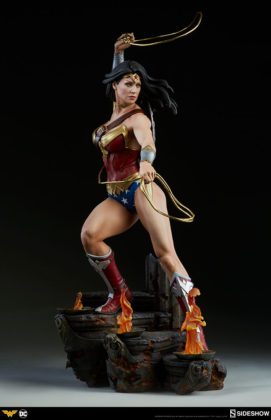 dc-comics-wonder-woman-premium-format-figure-sideshow-300664-11-271x420 Figurine - DC Comics Wonder Woman Premium Format