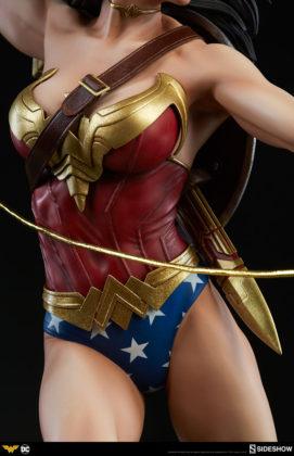dc-comics-wonder-woman-premium-format-figure-sideshow-300664-16-271x420 Figurine - DC Comics Wonder Woman Premium Format