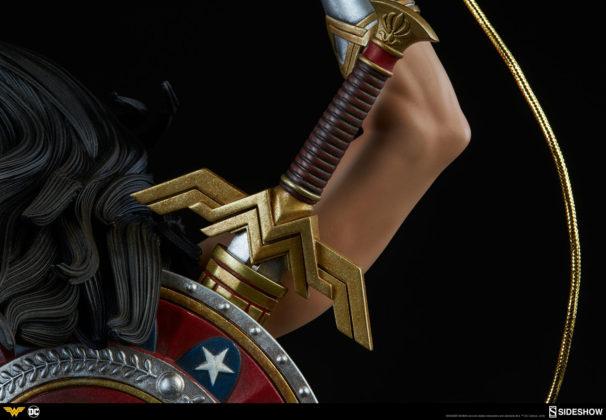 dc-comics-wonder-woman-premium-format-figure-sideshow-300664-18-606x420 Figurine - DC Comics Wonder Woman Premium Format