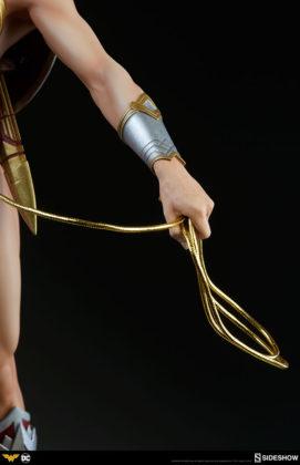 dc-comics-wonder-woman-premium-format-figure-sideshow-300664-19-271x420 Figurine - DC Comics Wonder Woman Premium Format