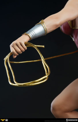 dc-comics-wonder-woman-premium-format-figure-sideshow-300664-20-271x420 Figurine - DC Comics Wonder Woman Premium Format