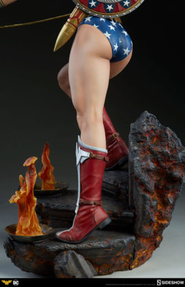 dc-comics-wonder-woman-premium-format-figure-sideshow-300664-24-271x420 Figurine - DC Comics Wonder Woman Premium Format