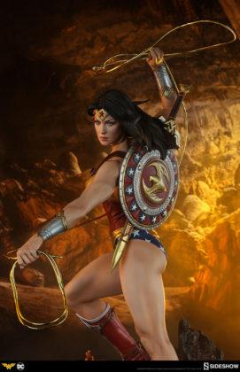 dc-comics-wonder-woman-premium-format-figure-sideshow-300664-30-271x420 Figurine - DC Comics Wonder Woman Premium Format