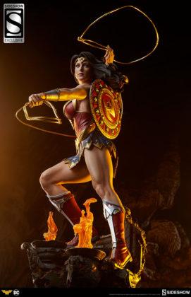 dc-comics-wonder-woman-premium-format-figure-sideshow-3006641-05-271x420 Figurine - DC Comics Wonder Woman Premium Format