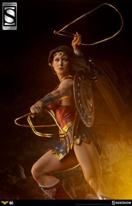dc-comics-wonder-woman-premium-format-figure-sideshow-3006641-07-271x420 Figurine - DC Comics Wonder Woman Premium Format