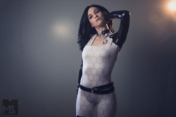 miranda-lawson-cosplay-041-696x464 Cosplay - Mass Effect - Miranda Lawson #158