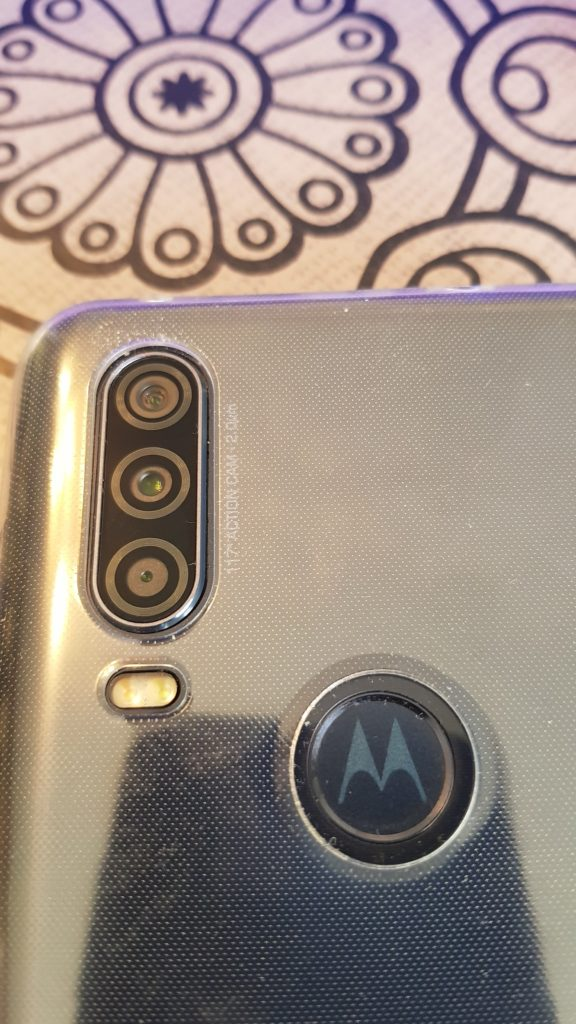 wp-1579429389374526307077430696732-576x1024 Présentation du Motorola Action