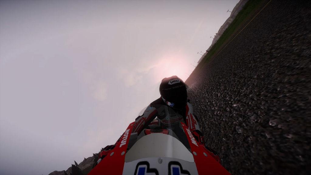 vue-face-asphalte-1024x576 Mon avis sur TT Isle of Man - Ride on the Edge 2 - On ne change pas une équipe qui gagne !