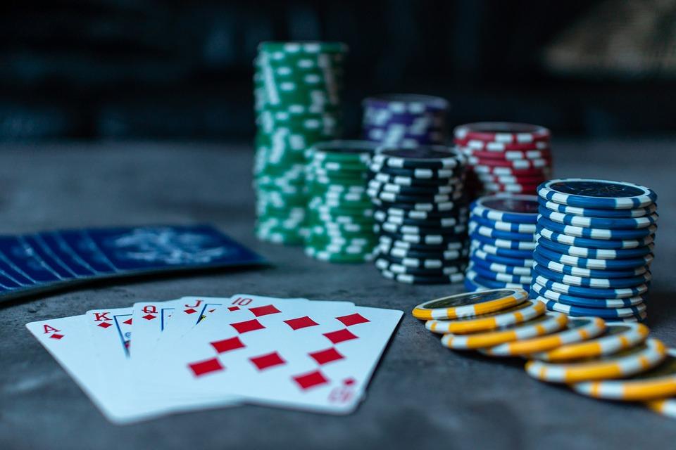 poker-3956037_960_720 Les clés pour devenir un bon joueur de poker en ligne